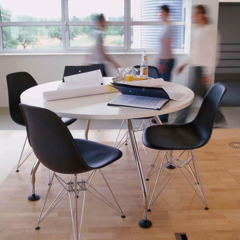 La Chaise DSR De Charles Ray Eames Reproduite Par Famous Design