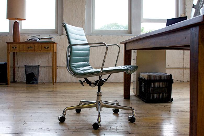 Les chaises de bureau de charles ray eames by famous design