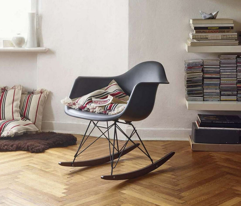 Rocking chair rar charles eames fauteuil bascule ray eames for Fauteuil eames bleu