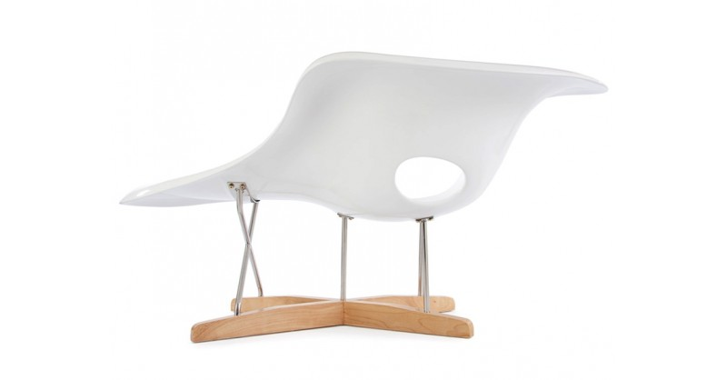 Eames la chaise white for Reedition chaise eames